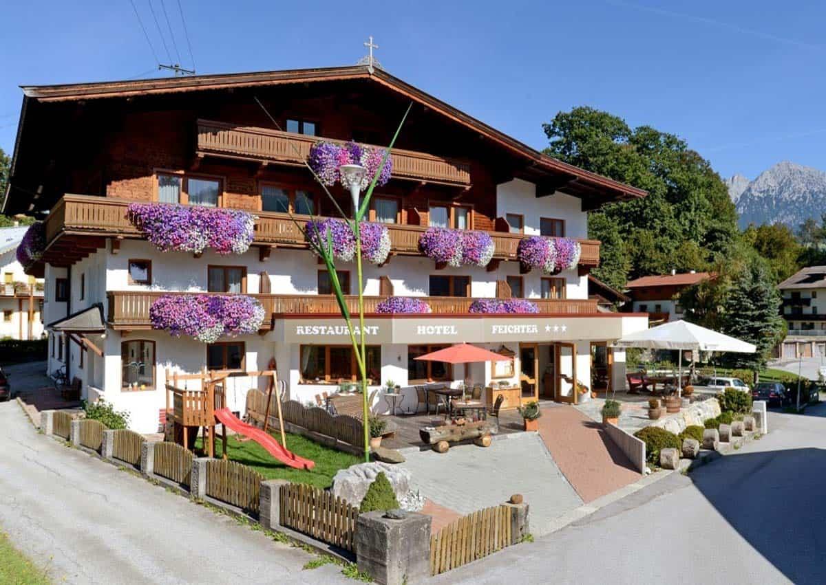 Hotel Aussenansicht Sommer