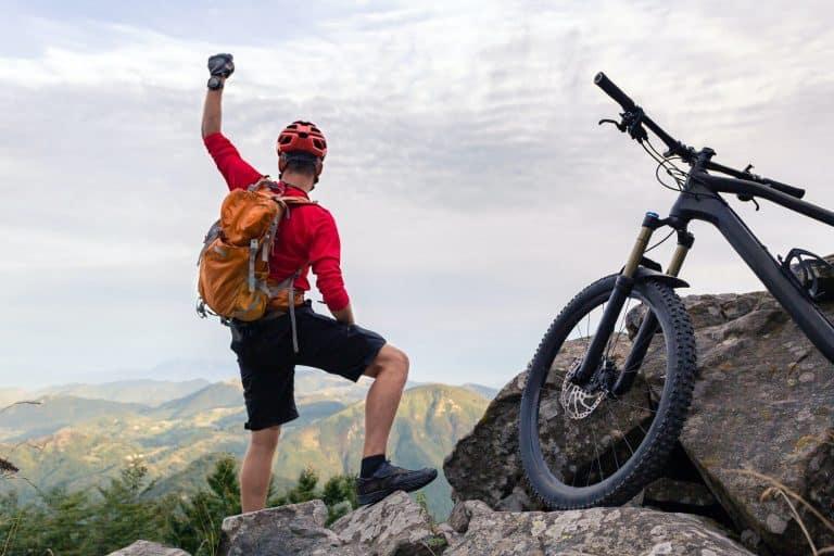 Radfahrer am Gipfel